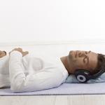 Profunda concentración sobre las sensaciones corporales