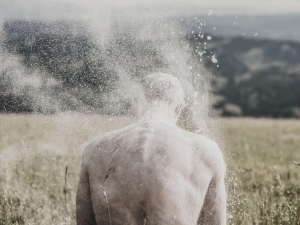 hombre polvo