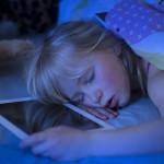 Así influye la luz al dormir: la verde adelanta el sueño mientras la azul lo retrasa